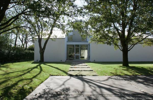Modern-Real-Estate-6-Beechwood-Lionel-Morrison