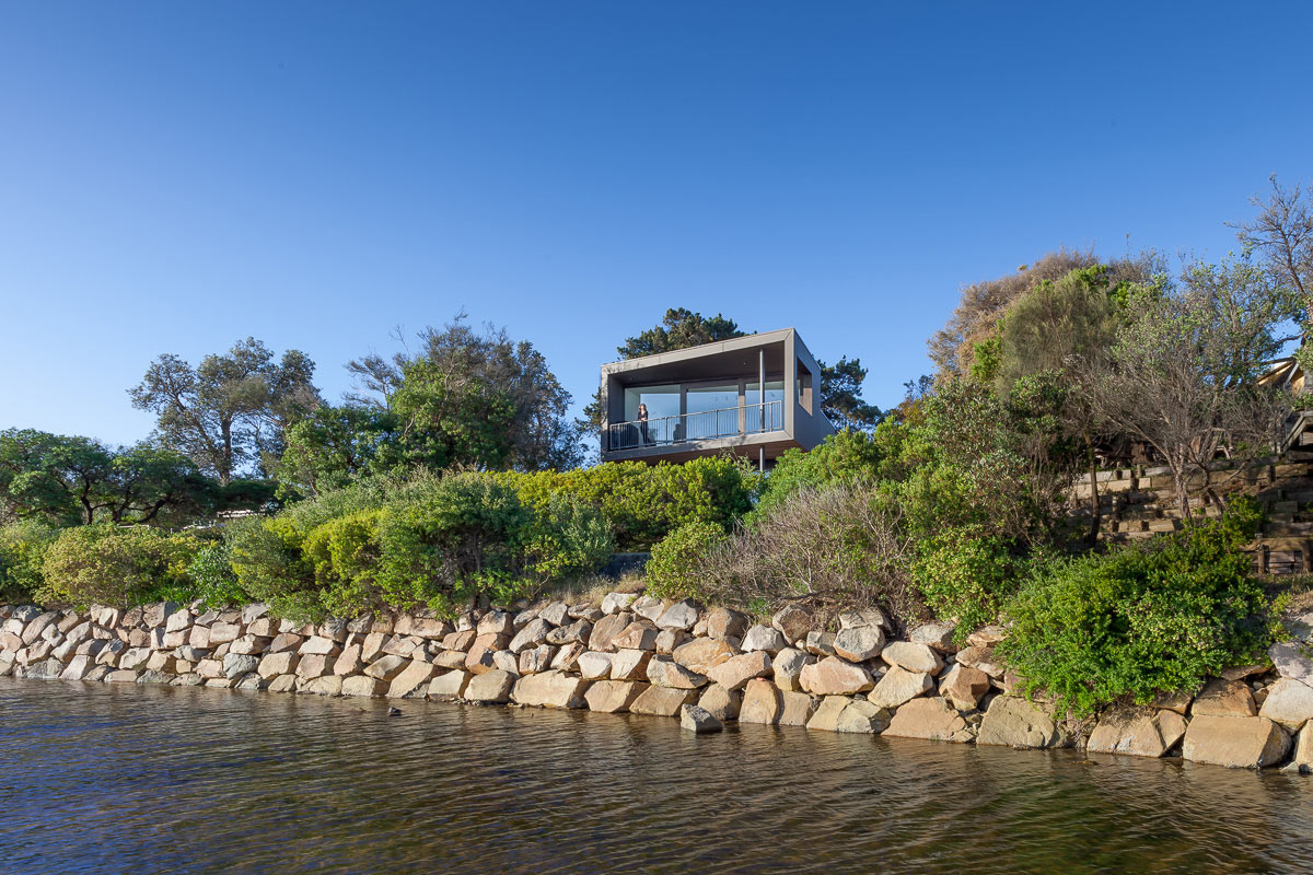 A Holiday Beach House with Views of the Bay