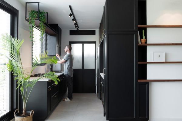 Bauhaus-Apartment-Raanan-Stern-7