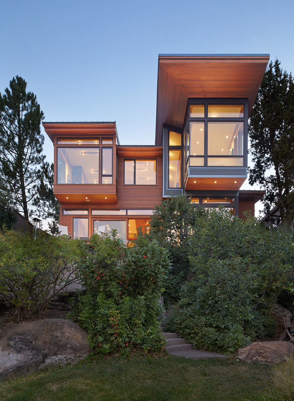 A house on the deschutes river in bend oregon design milk for Home designers bend oregon