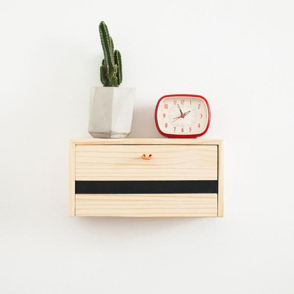 Floating Shelf That Doubles as a Charging Station | Décoration de