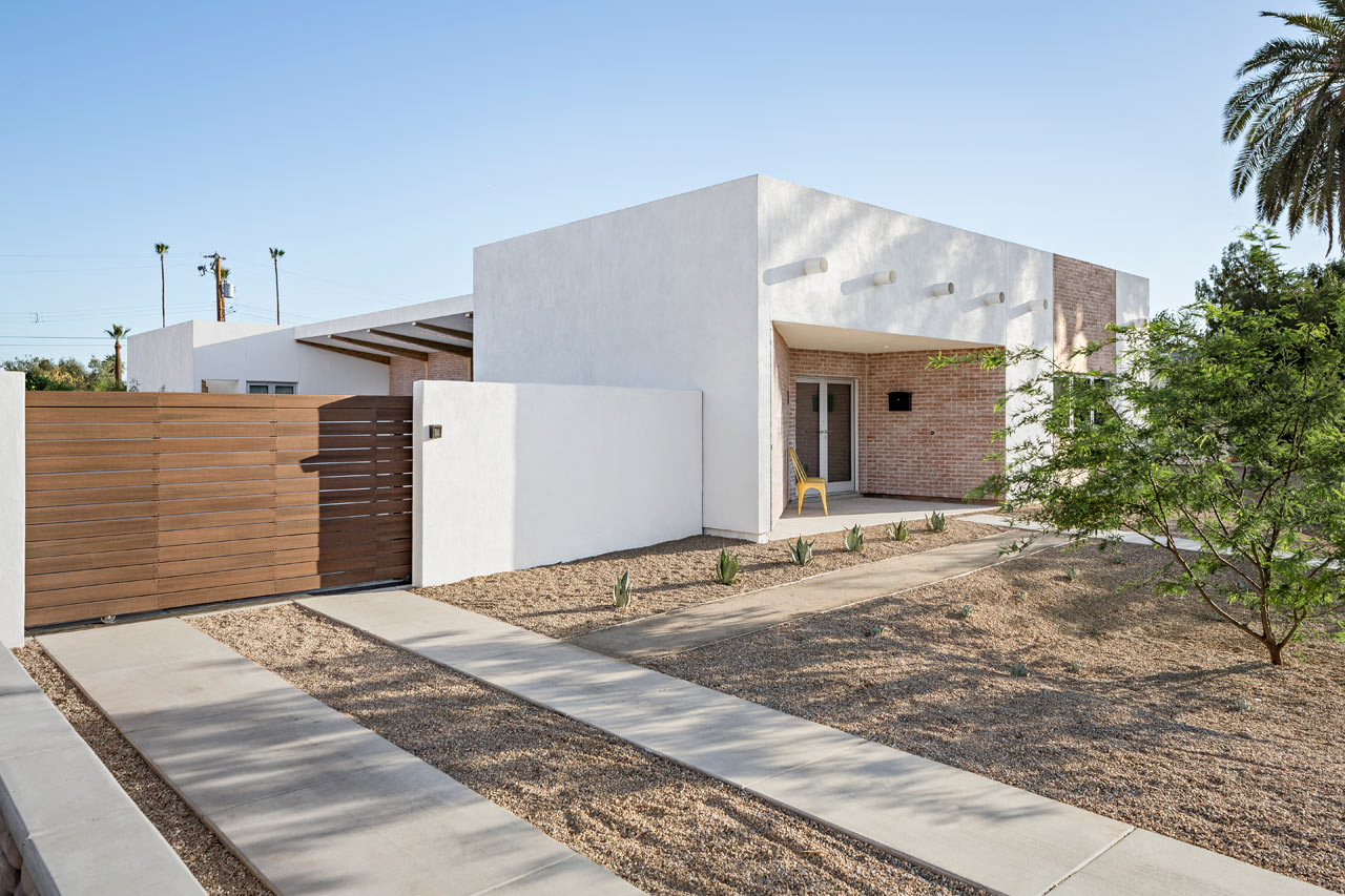 A modern courtyard house in phoenix design milk for Modern house with courtyard