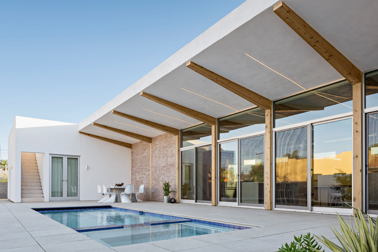 A modern courtyard house in phoenix design milk for U shaped house with courtyard