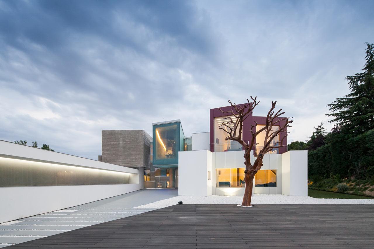 Madrid's House H Looks Like a Geometric Sculpture