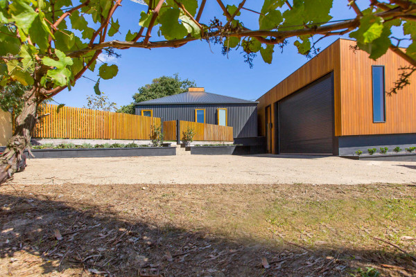 Red-Hill-Residence-Finnis-Architects-13