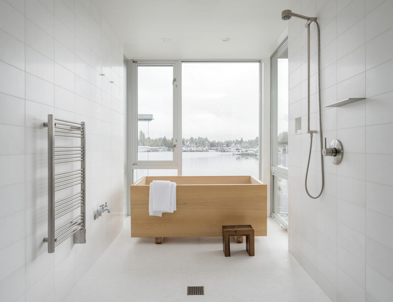 10 minimalist bathrooms of our dreams design milk for Bathroom interior images