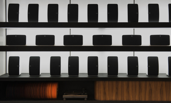 Sonos-Front-Display-and-Bronze-Cast-Techniques-Turntable-by-Steven-Haulenbeek