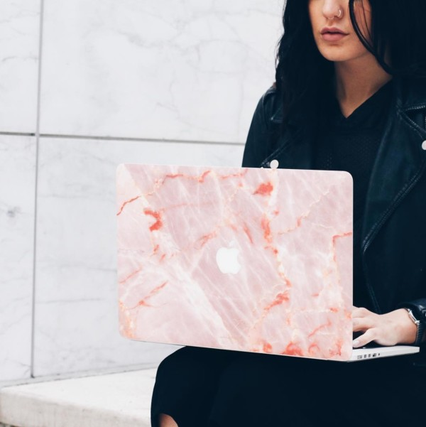 UNIQFIND-seated-marble