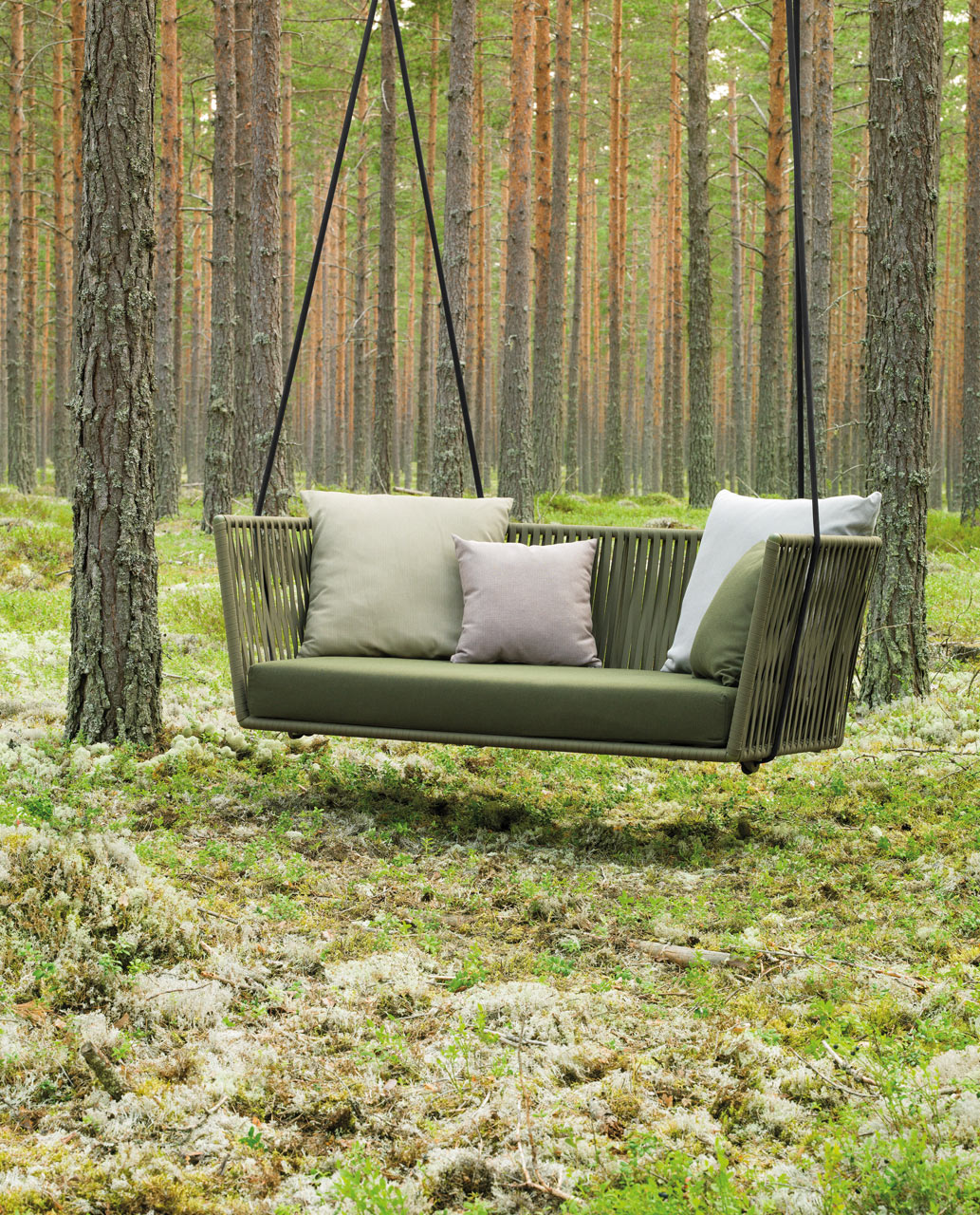 Modern outdoor furniture with braided textiles design milk for Outdoor furniture italy