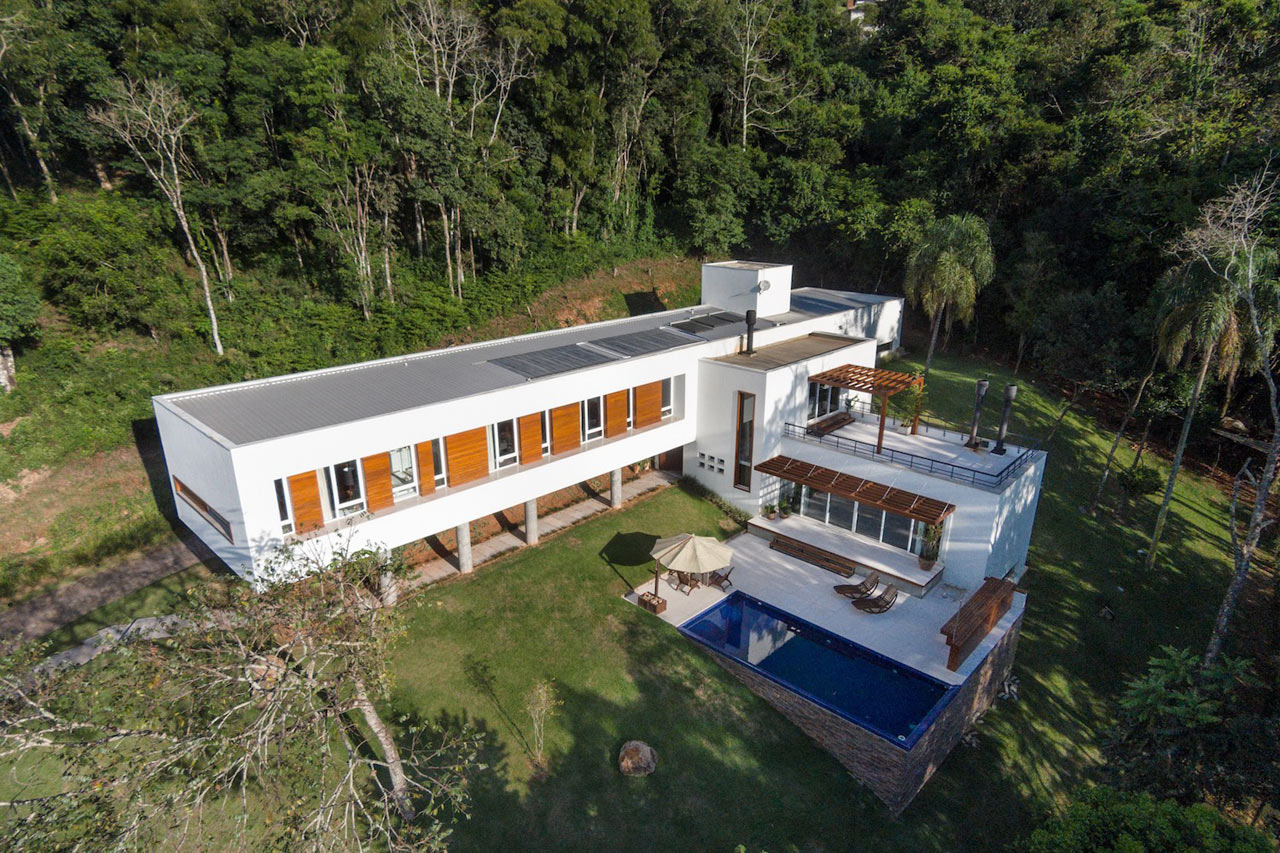 A Sloped, Cantilevered Home in Erechim, Brazil