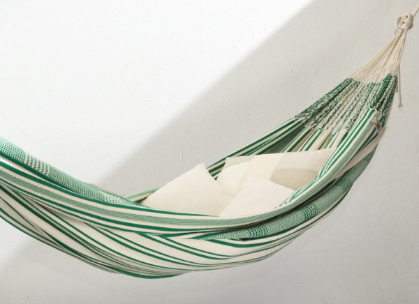 maka handwoven hammocks 3 poncho handwoven hammocks for the perfect nap   design milk  rh   design milk
