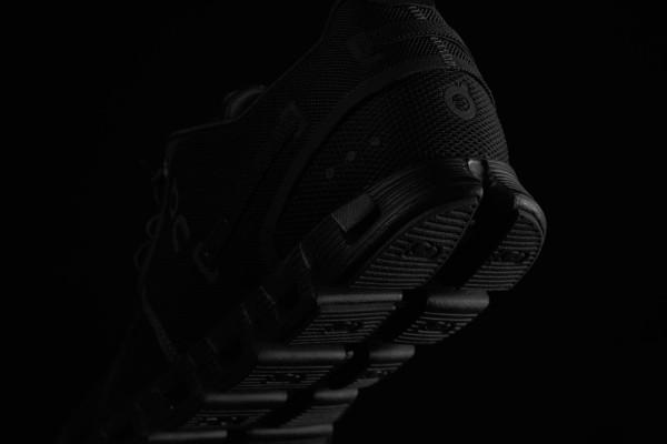 On-cloud-running-shoe-black-4