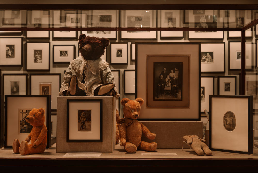 Ydessa Hendeles, Partners (The Teddy Bear Project), 2002. Photograph by Robert Keziere (detail)