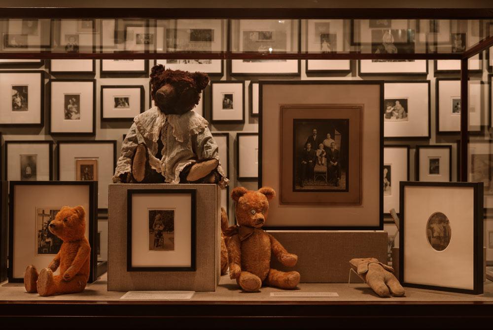 Ydessa Hendeles, Partners (The Teddy Bear Project), 2002. Photograph by Robert Keziere (detail)