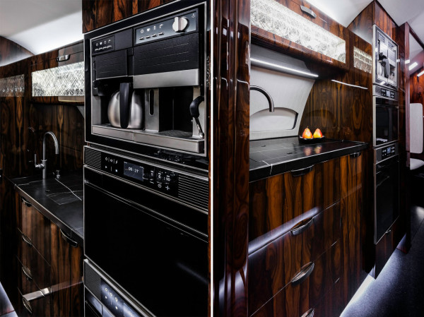 The G600's galley is equipped with modular kitchen appliances that can be switched out according to passengers' preferences (e.g. coffee vs. tea drinkers).