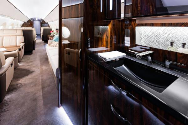 Gulfstream_G600_Mock-Up_2015_15