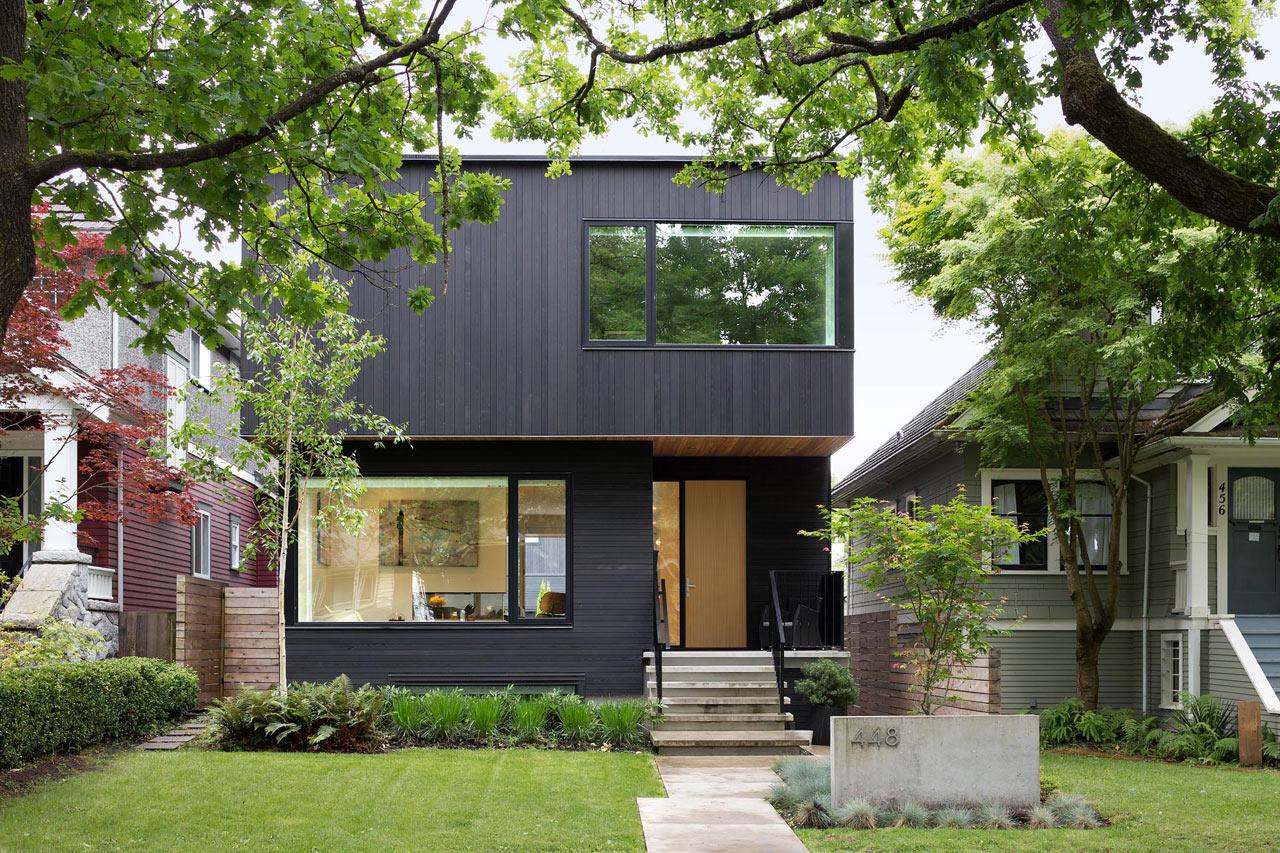 ^  Modern House hat Fits into the Neighborhood - Design Milk