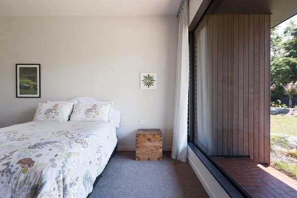 House-Under-Eaves-MRTN-Architects-10