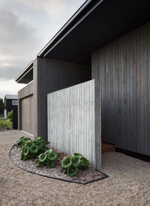 House-Under-Eaves-MRTN-Architects-1a