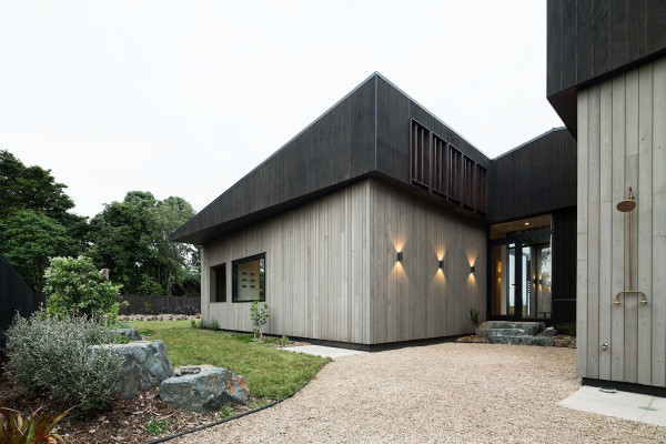 House-Under-Eaves-MRTN-Architects-3