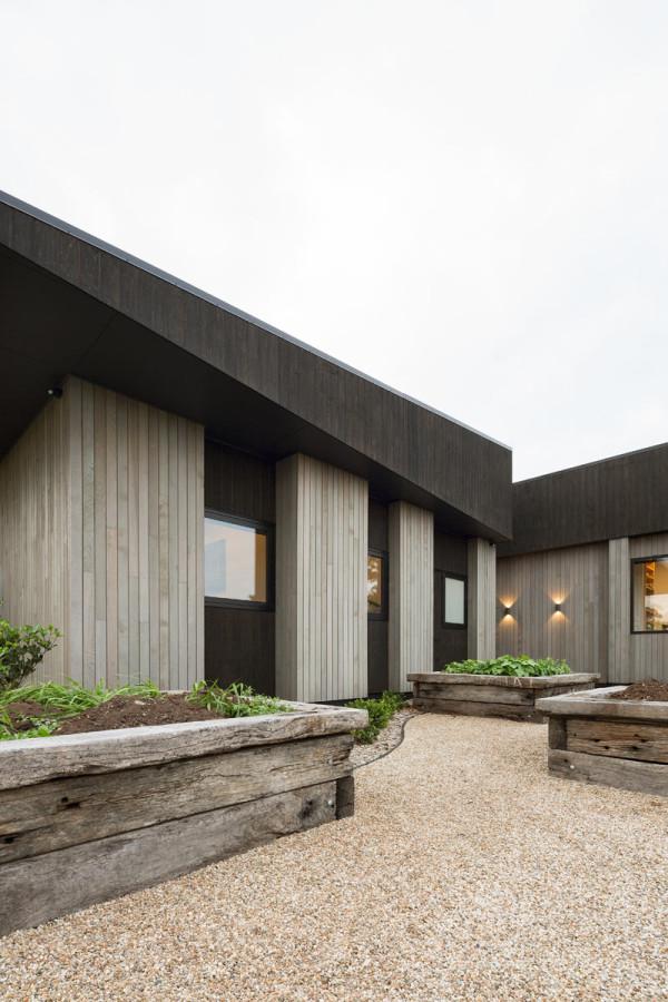 House-Under-Eaves-MRTN-Architects-4
