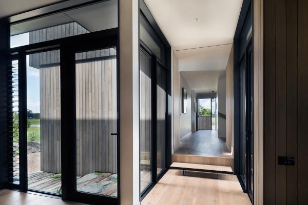 House-Under-Eaves-MRTN-Architects-5