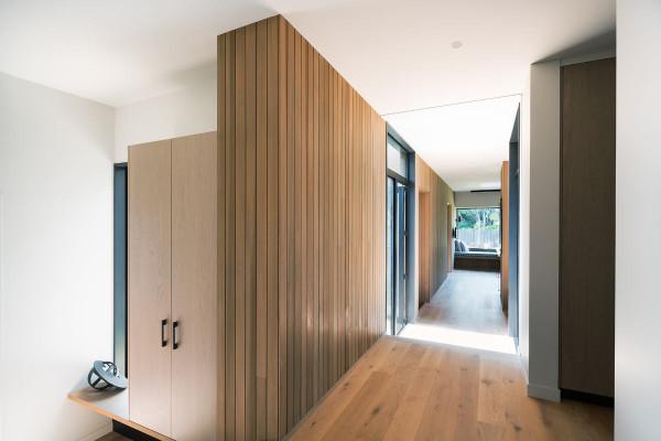 House-Under-Eaves-MRTN-Architects-5a