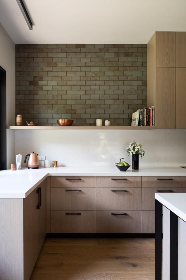 House-Under-Eaves-MRTN-Architects-7