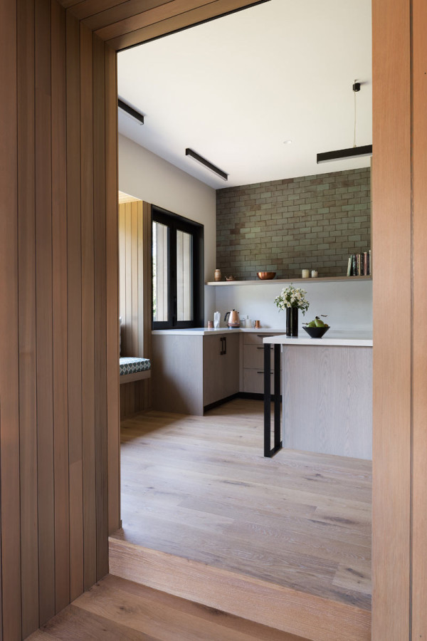 House-Under-Eaves-MRTN-Architects-7a
