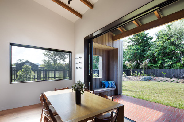 House-Under-Eaves-MRTN-Architects-8