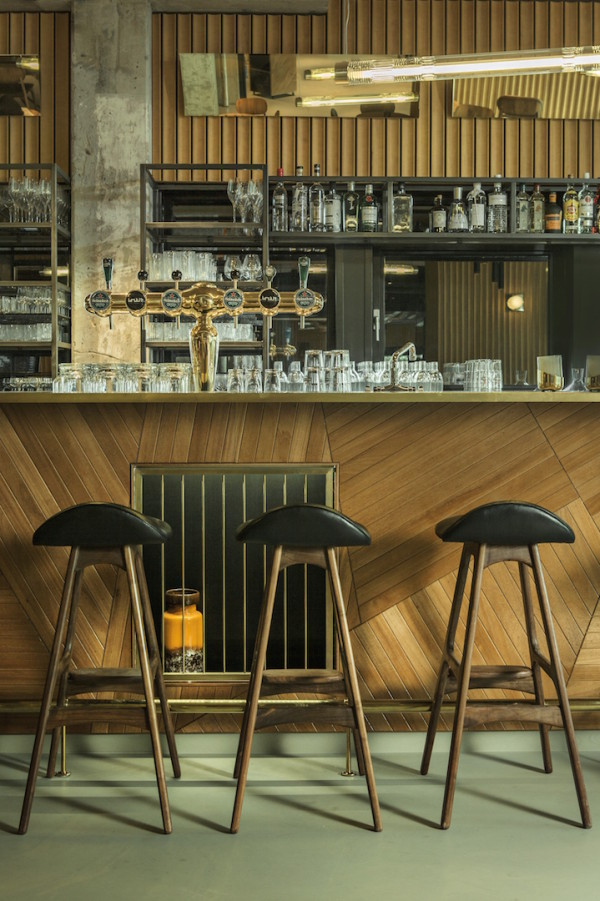 hotel-v-fizeaustraat-bar-cafe-1