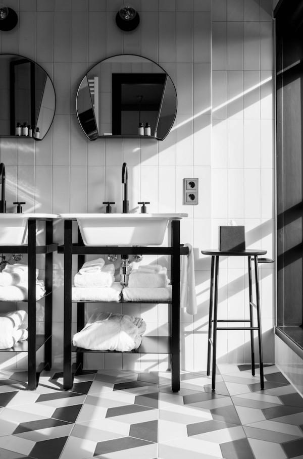 hotel-v-fizeaustraat-bathroom-1