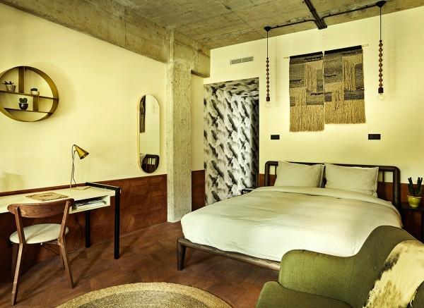 hotel-v-fizeaustraat-guest-room-2