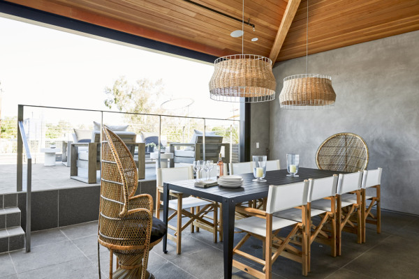 parachute-hotel-outdoor-seating