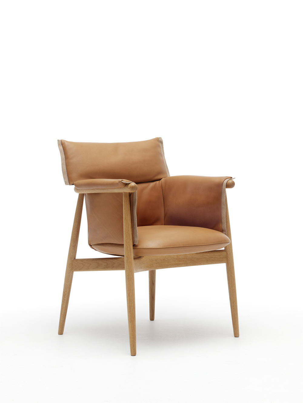 EOOS-Carl-Hansen-Embrace-Chair-9