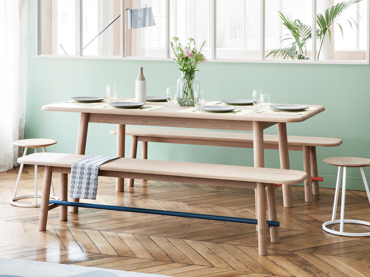 HARTÔ Launches an Expandable Table & Matching Bench