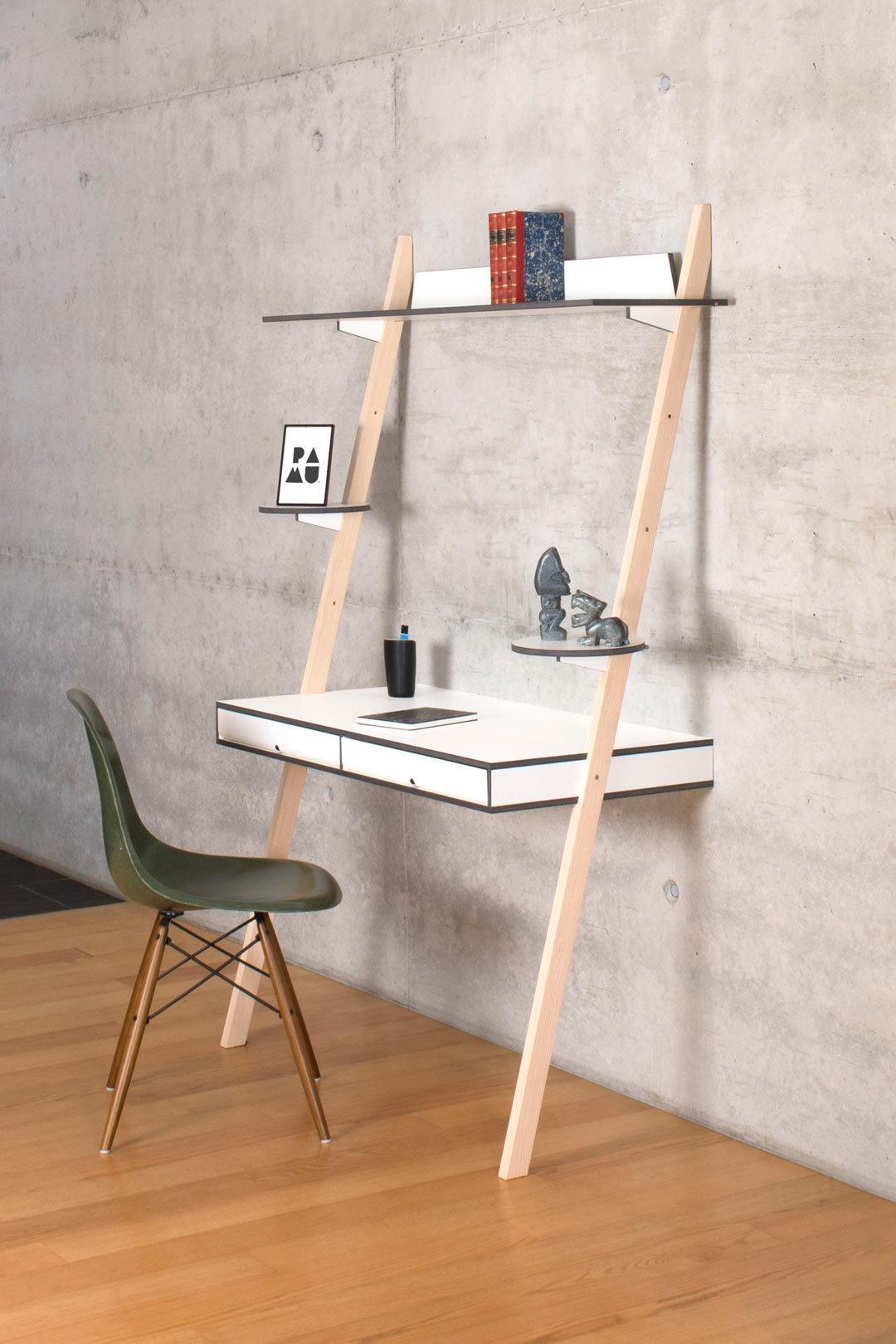 lean-on-desk-pamu-2