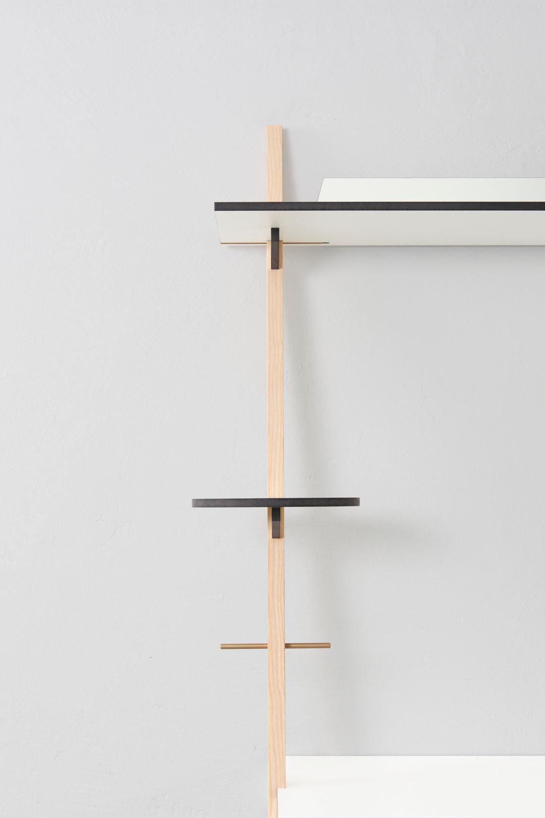 lean-on-desk-pamu-3