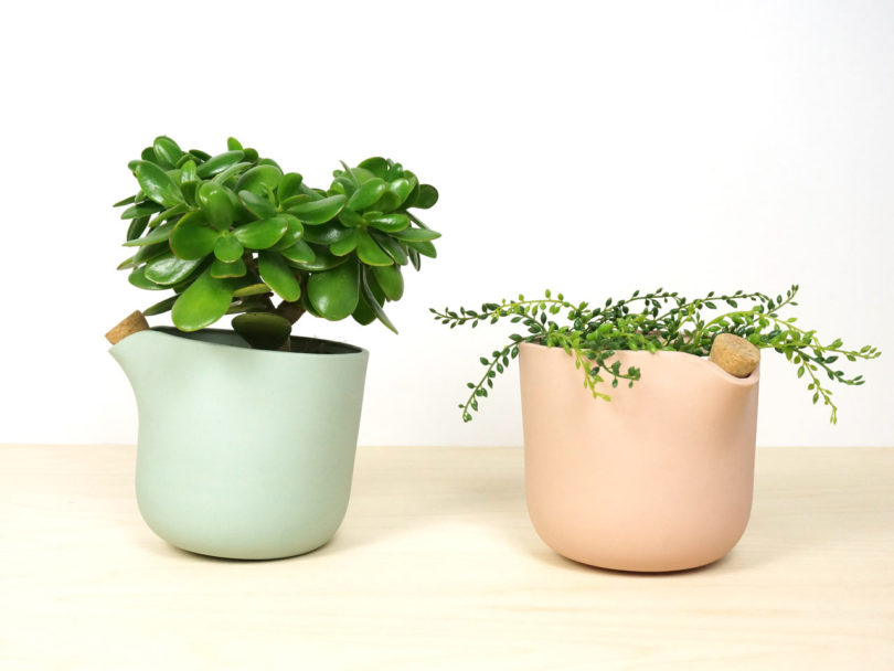 studio-lorier-self-watering-flowerpot-natural-balance-4