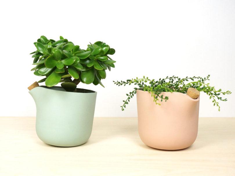 studio-lorier-self-watering-flowerpot-natural-balance-4