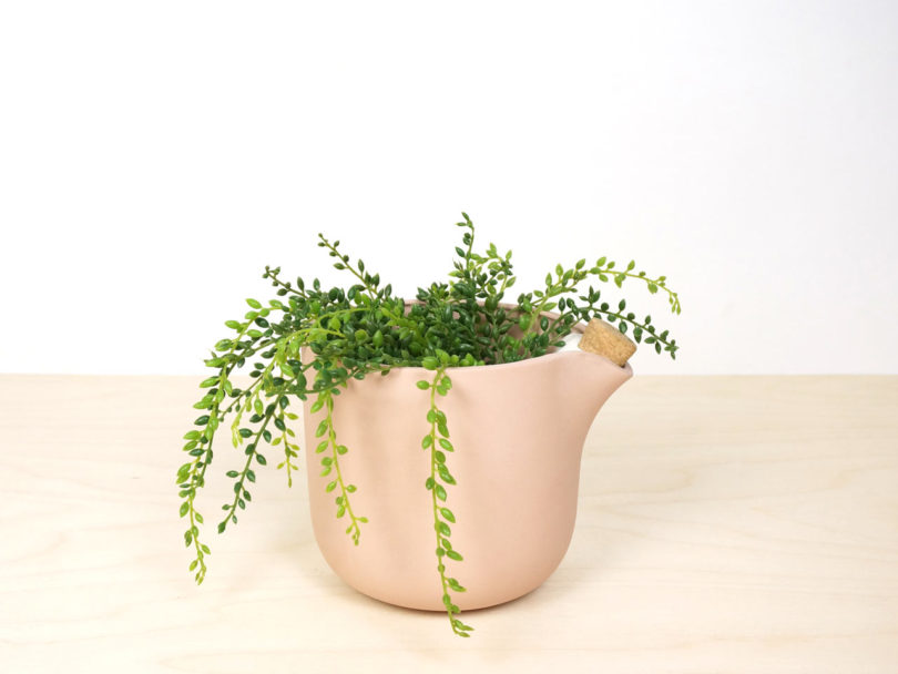 studio-lorier-self-watering-flowerpot-natural-balance-7