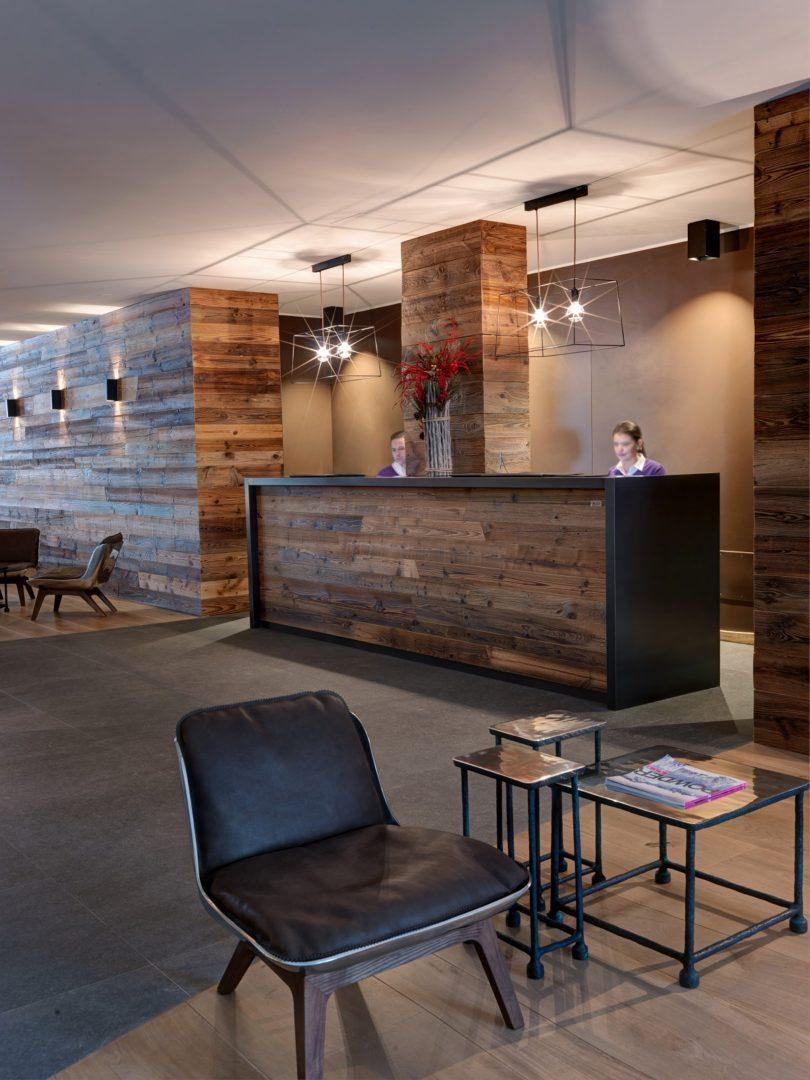 hotel_nira_montana_reception