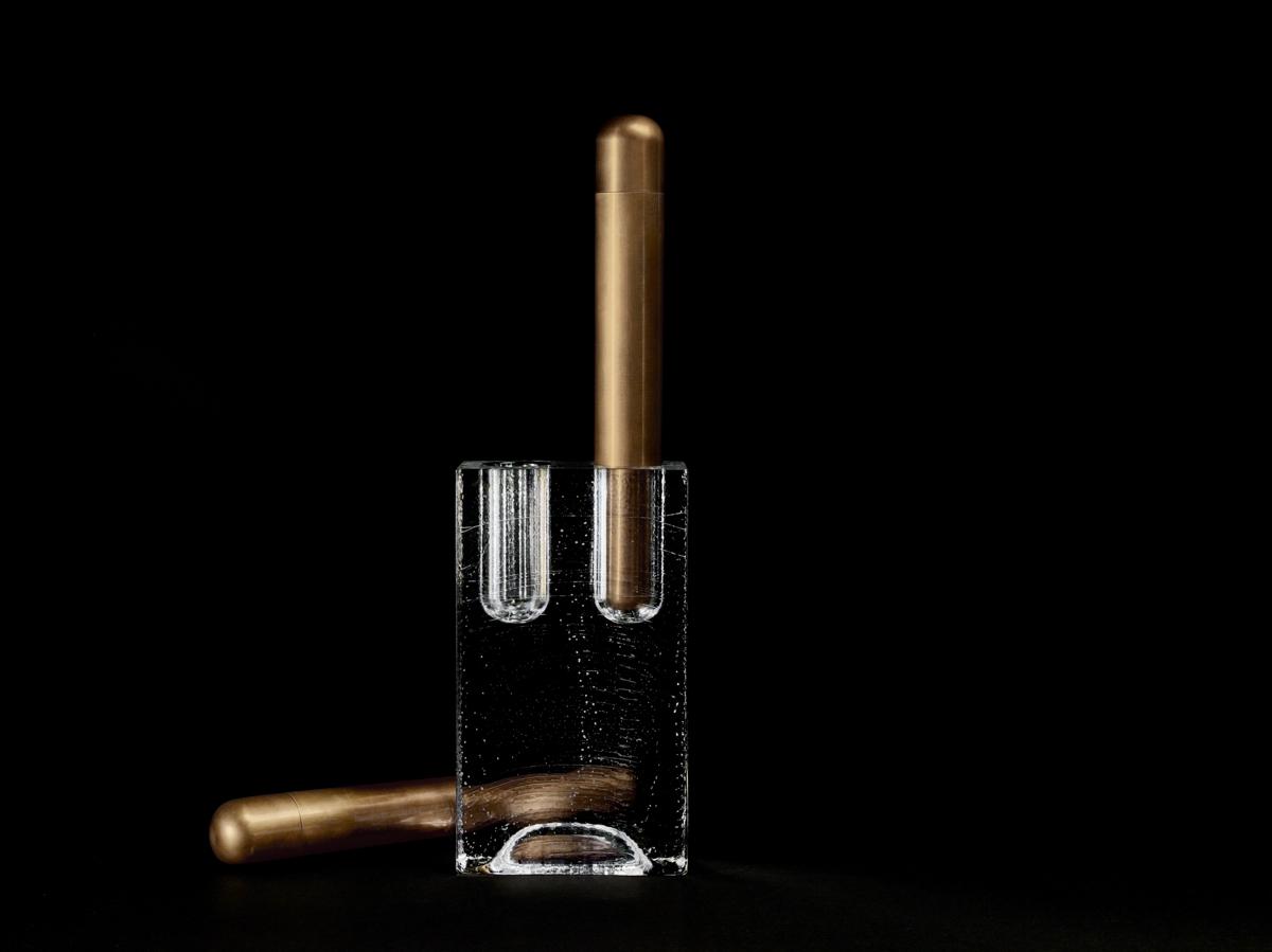 apparatus-block-double-vase-aged-brass-black-seamless-2-high