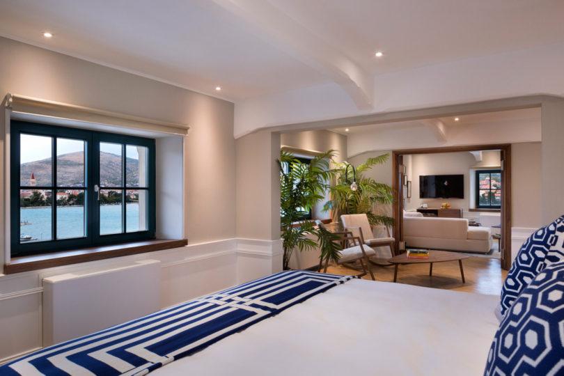 brown-beach-house-bedroom-1