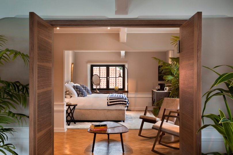 brown-beach-house-bedroom-2