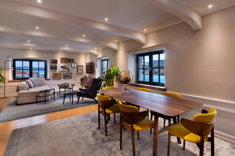 brown-beach-house-interiors-7