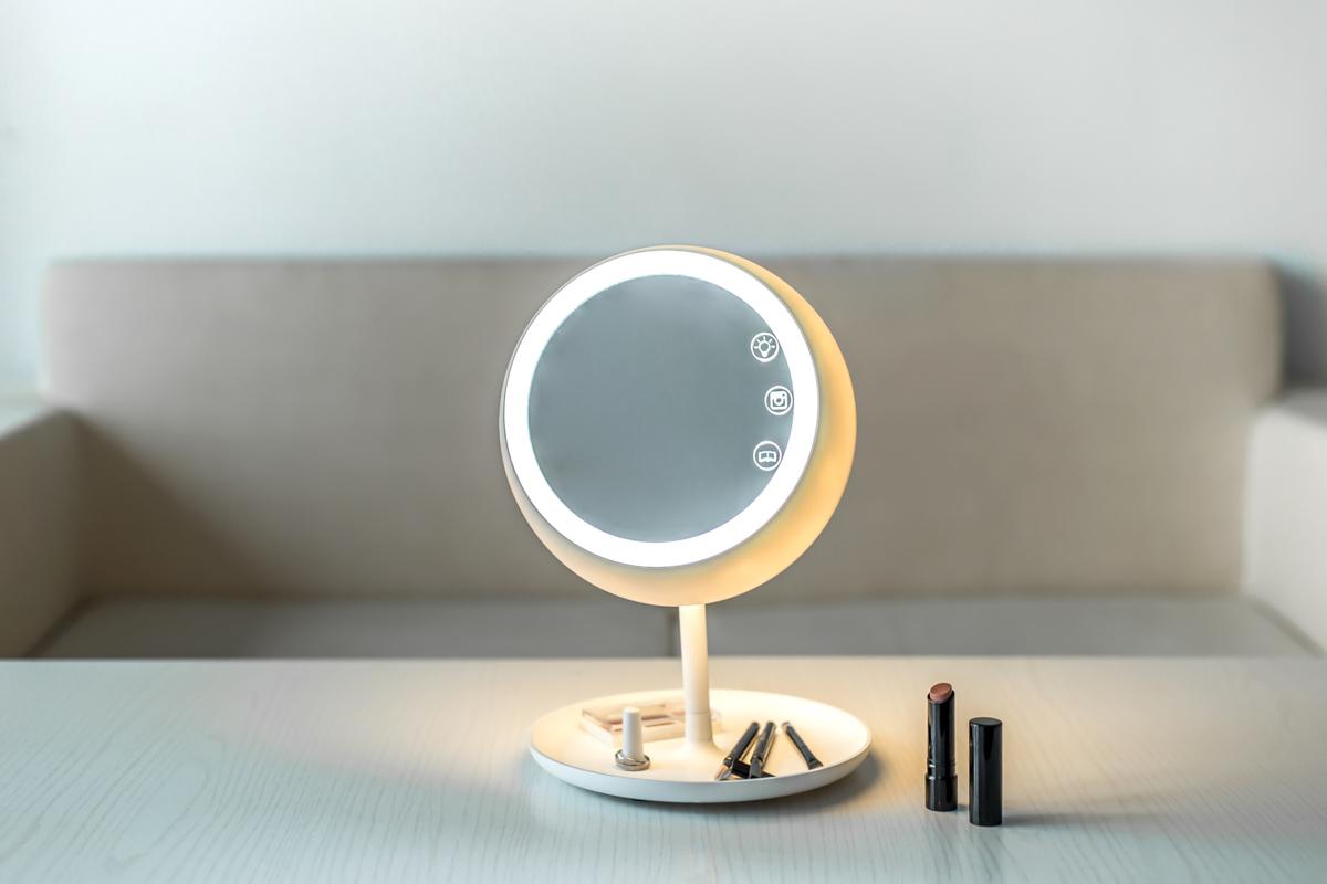 juno-mirror-lit