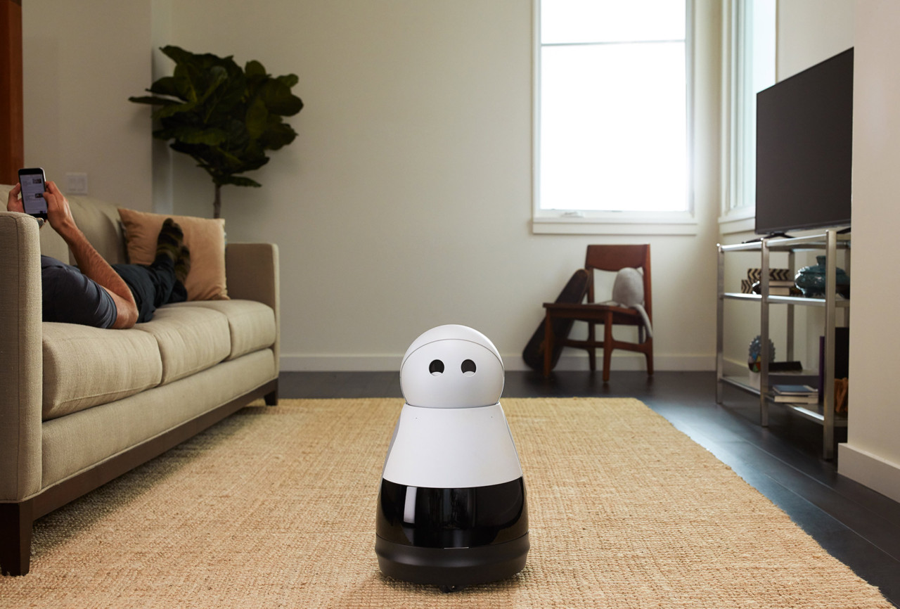 CES 2017: The Kuri Robot is an Adorable Housemate