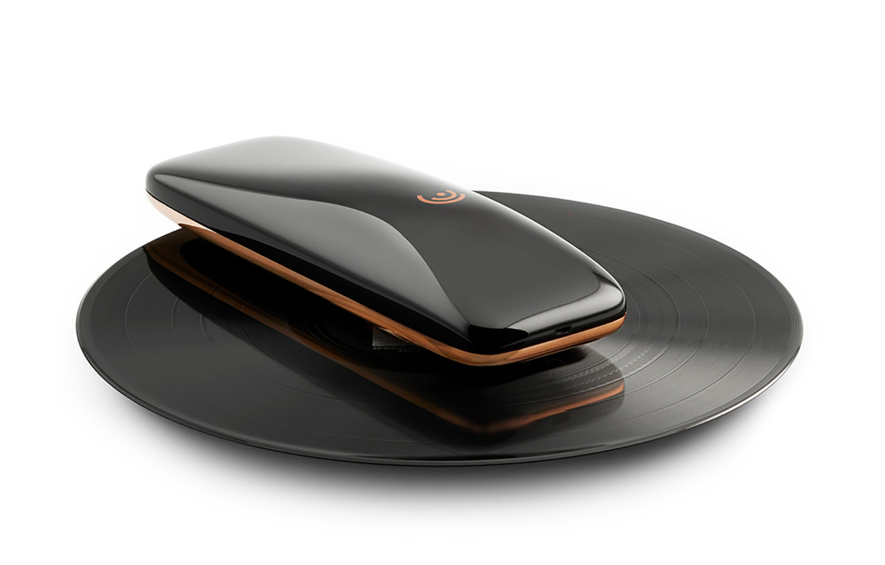 LOVE is a Yves Béhar Designed Smartphone Turntable