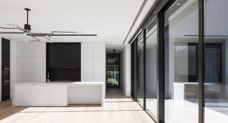 Kooyongkoot Road Residence by B.E Architecture